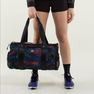 💕 Lululemon run on duffle bag